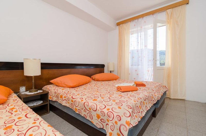Zuljana Apartment Sleeps 5 - 5459112, holiday rental in Zuljana