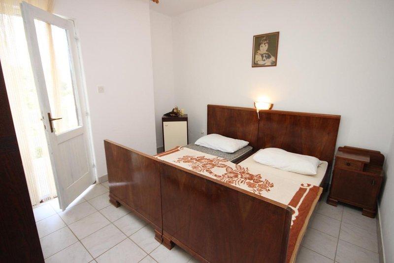 Stanisce Apartment Sleeps 4 with Air Con - 5459038, location de vacances à Potocnica