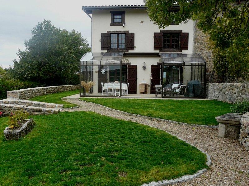 Grand gite calme, idéal famille, 5 chambres, 10 personnes,  avec repas en option, location de vacances à Puy-de-Dome