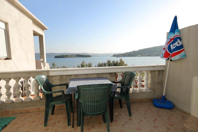 Cimera Apartment Sleeps 3 with Air Con - 5459220, casa vacanza a Mrljane