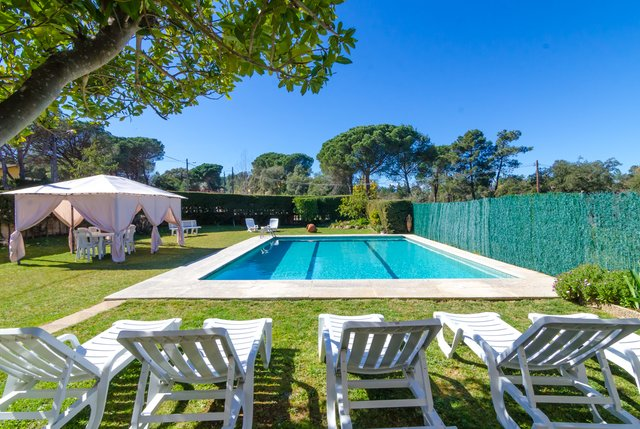 Macanet de la Selva Villa Sleeps 10 with Pool and Free WiFi - 5508945, location de vacances à Macanet de la Selva