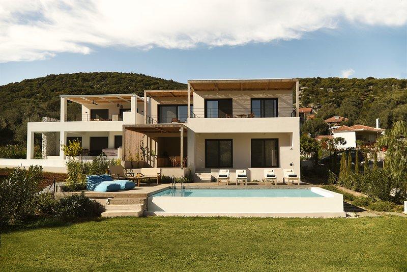 Villa Mouria. Ideal family villa with pool. Sleeps 6-8, vacation rental in Aetolia-Acarnania Region
