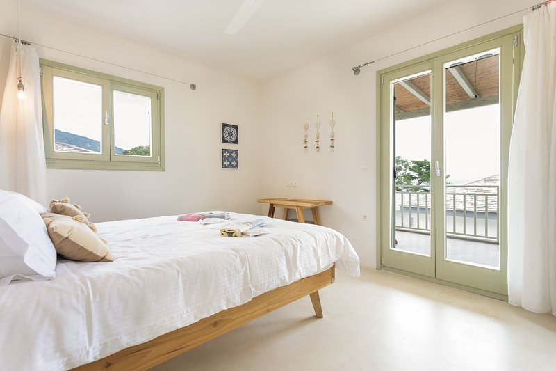 Nemesis Villa- 4 bedroom, private pool.Sea and Sun Luxury Pool's Villas, vacation rental in Chorefto