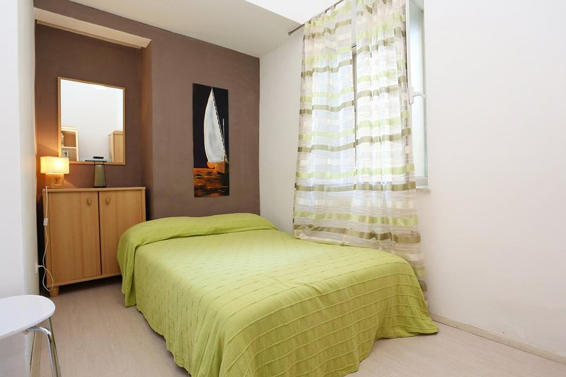 Korcula Apartment Sleeps 2 with Air Con - 5459497, holiday rental in Medvinjak