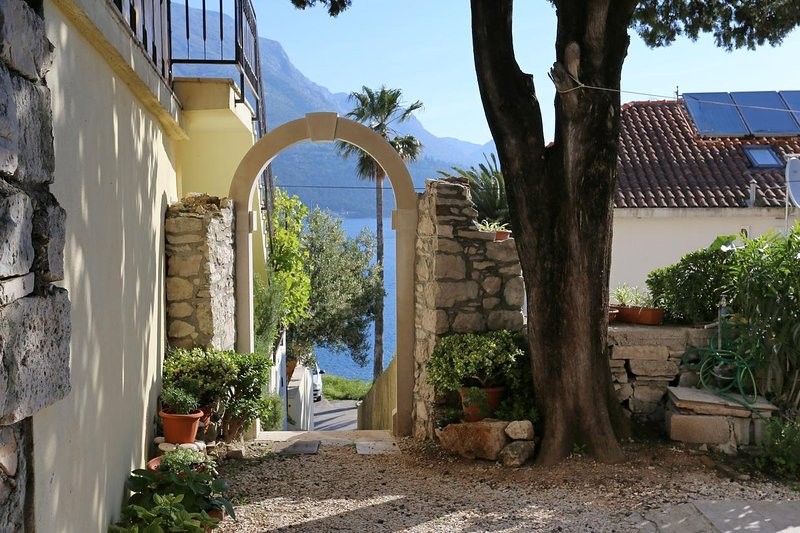 Korcula Apartment Sleeps 2 with Air Con - 5459500, holiday rental in Medvinjak