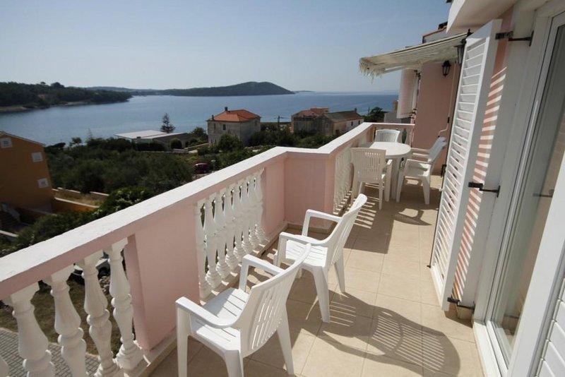 Soline Apartment Sleeps 6 with Air Con - 5459362, aluguéis de temporada em Dragove