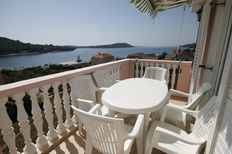 Soline Apartment Sleeps 6 with Air Con - 5459371, holiday rental in Soline