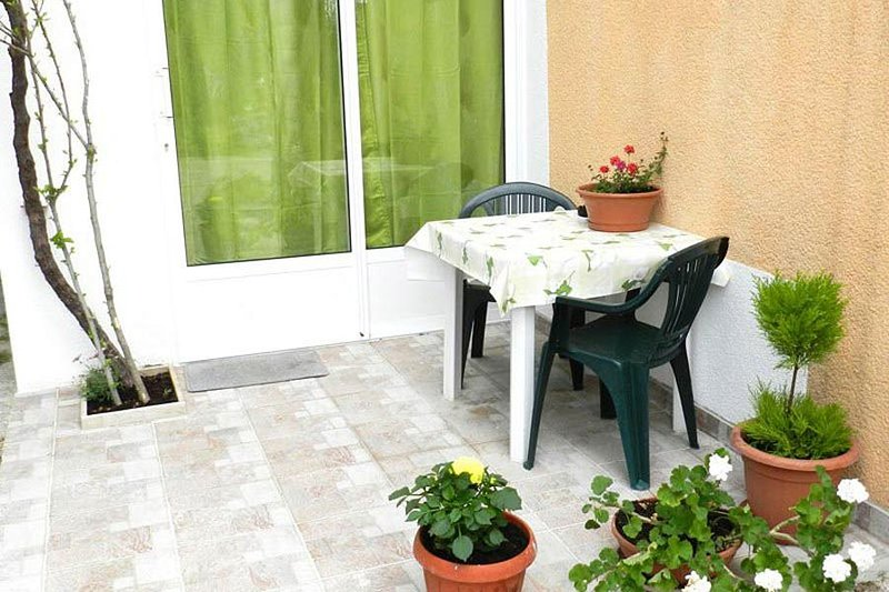 Orebic Apartment Sleeps 2 with Air Con - 5459629, vacation rental in Stankovici