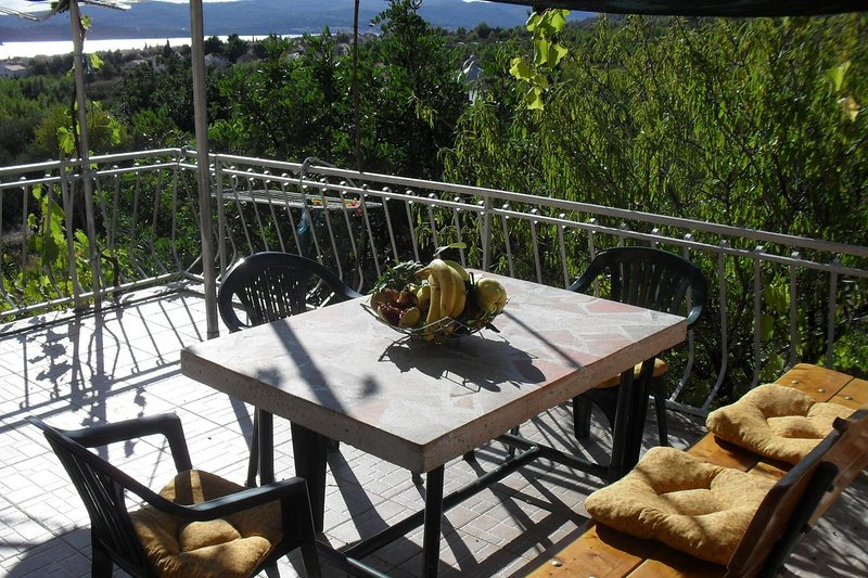Orebic Apartment Sleeps 3 with Air Con - 5459632, vacation rental in Stankovici