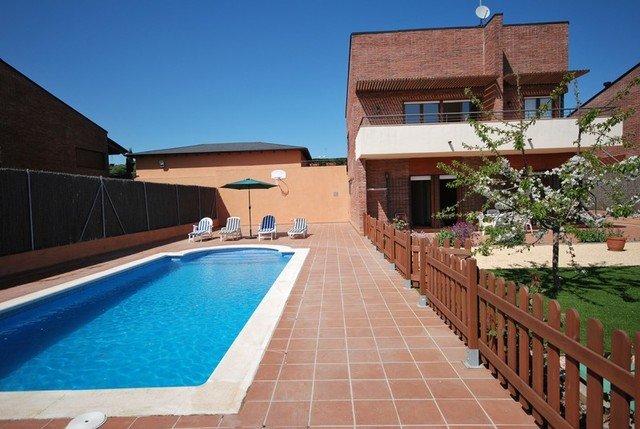 Lloret de Mar Villa Sleeps 6 with Pool and Air Con - 5509171, holiday rental in Santa Coloma de Farners
