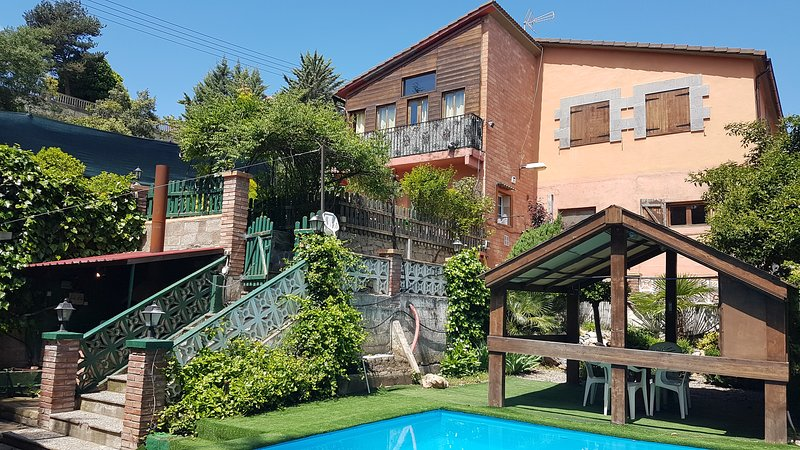 Big villa with swimming-pool & Wifi, holiday rental in Peralta de la Sal