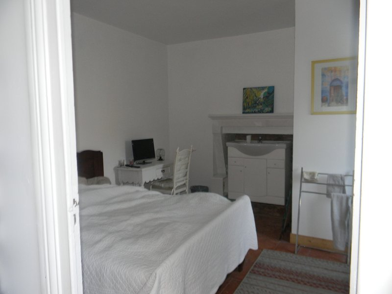 Amazing studio with garden & Wifi, holiday rental in Noaillan