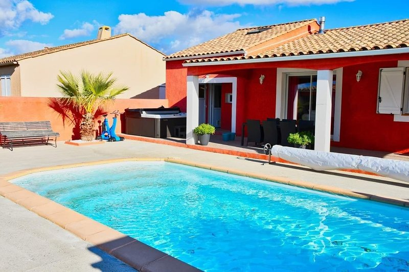 Amazing villa with swimming-pool, holiday rental in Roullens