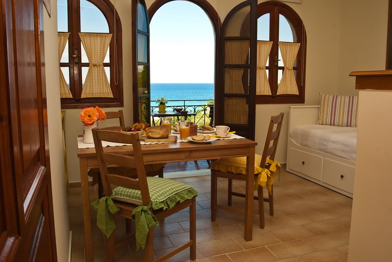 Amboula Beach Apartment - The Vineyard, casa vacanza a Neromilos