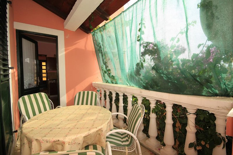 Susica Apartment Sleeps 4 with Air Con - 5459831, holiday rental in Ugljan