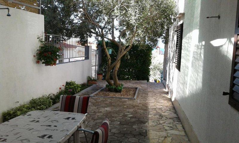 Fistanici Apartment Sleeps 4 with Air Con - 5460005, location de vacances à Slime