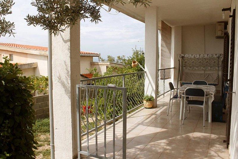 Fistanici Apartment Sleeps 6 with Air Con - 5460006, location de vacances à Slime