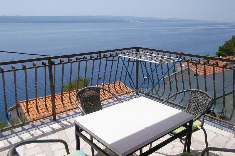 Fistanici Apartment Sleeps 5 with Air Con - 5460008, vacation rental in Zadvarje