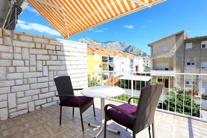 Omis Apartment Sleeps 2 with Air Con - 5461132, holiday rental in Naklice