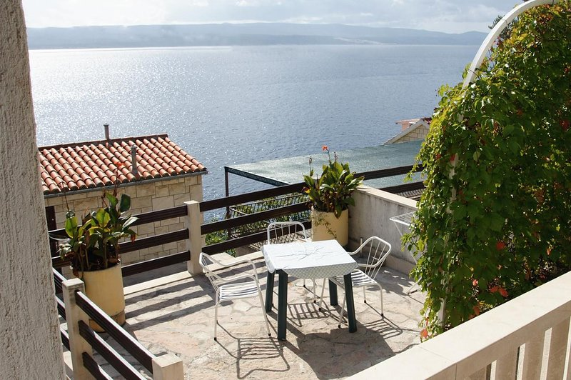 Fistanici Apartment Sleeps 5 with Air Con - 5460015, vacation rental in Zadvarje