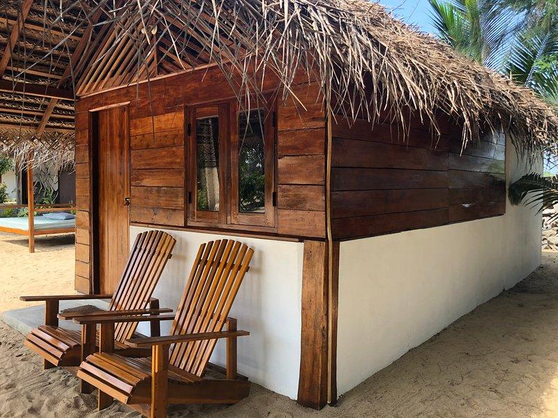 Sand cabana, holiday rental in Komari