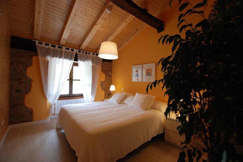 Apartamento 2 niveles 10, vacation rental in Castaneda