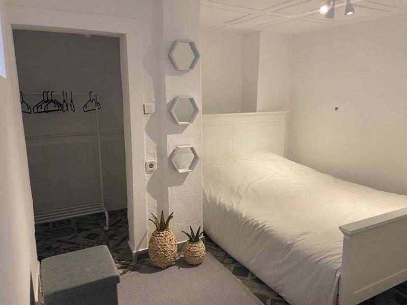 Nice apt in Montijo & Wifi, holiday rental in Montijo