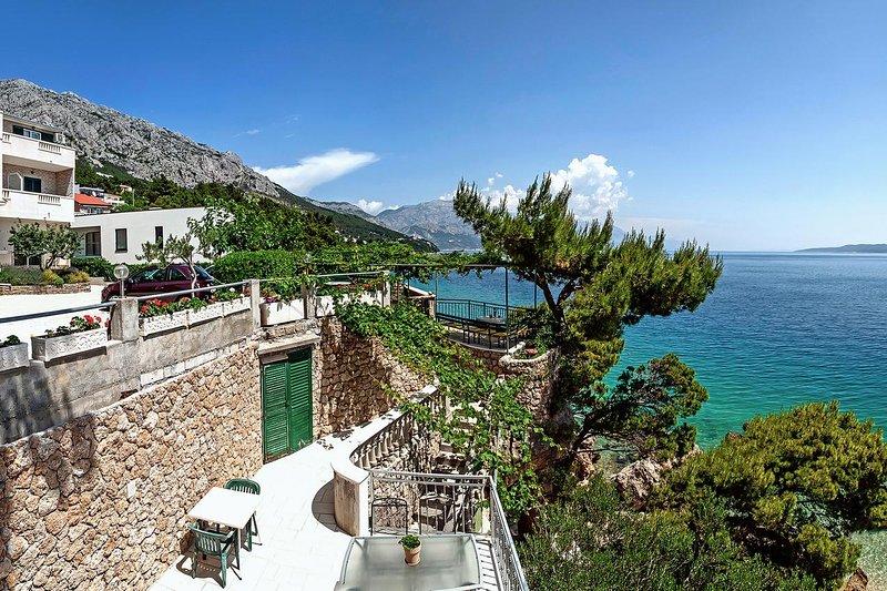 Kutlesa Apartment Sleeps 2 with Air Con - 5460073, vacation rental in Medici