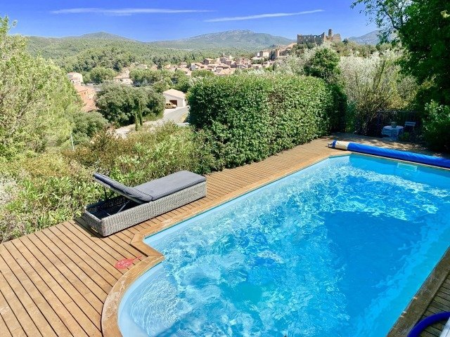 Four bedroom villa in Languedoc with private pool and stunning views!, vacation rental in Cascastel-des-Corbieres