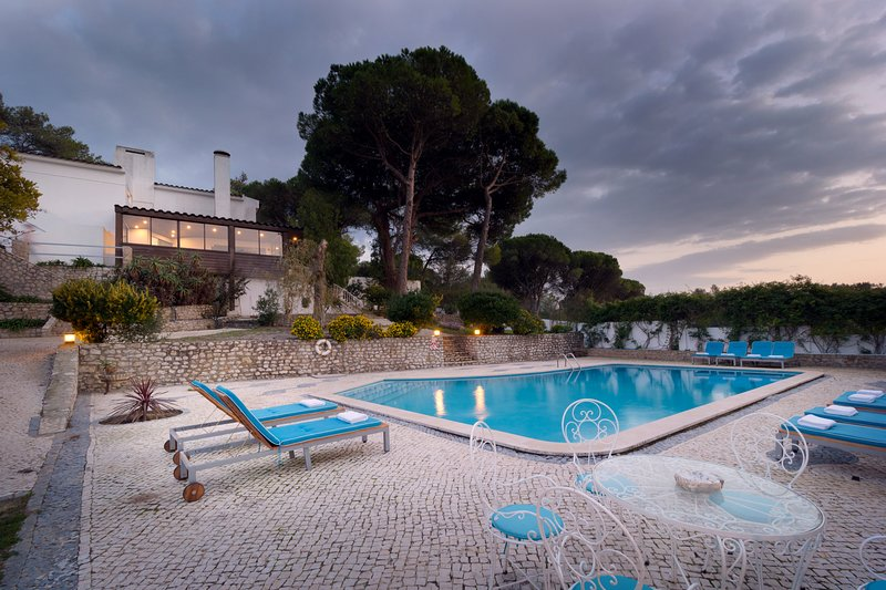 Casa Azeitao, beautiful spacious villa with private pool, location de vacances à Quinta Do Conde