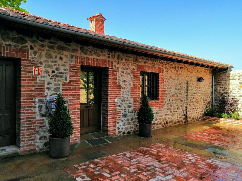 Apartamento Deluxe 14, vacation rental in Castaneda