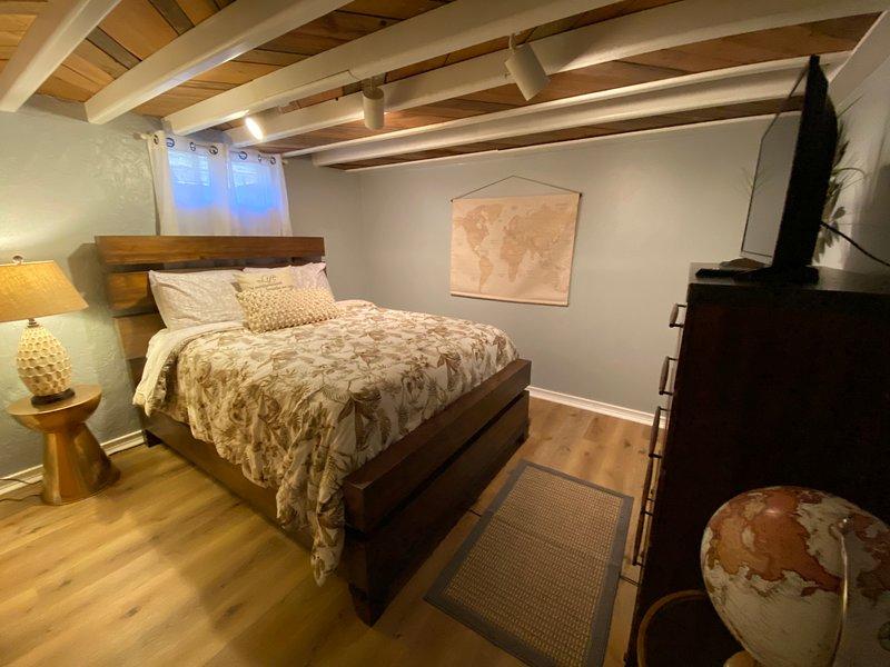 Cozy 2 bed 1 bath estate home in prime location, alquiler de vacaciones en Springfield