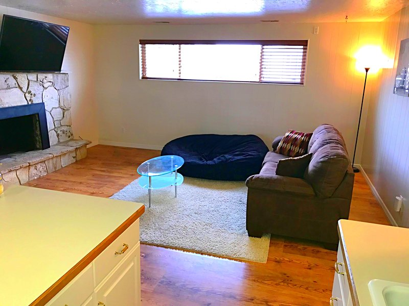 3 Bedroom 2 bath Basement apt near UVU, vacation rental in Orem