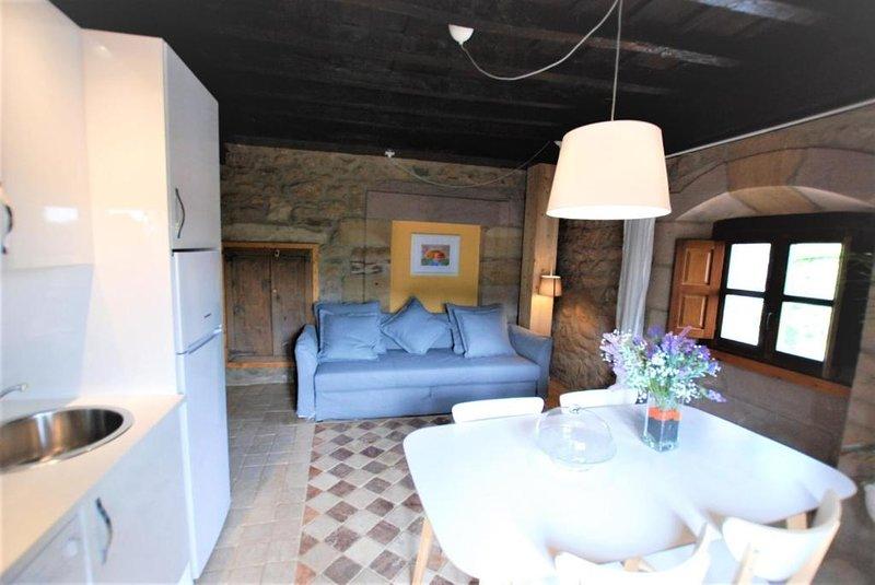Apartamento con balcón 12, vacation rental in Castaneda
