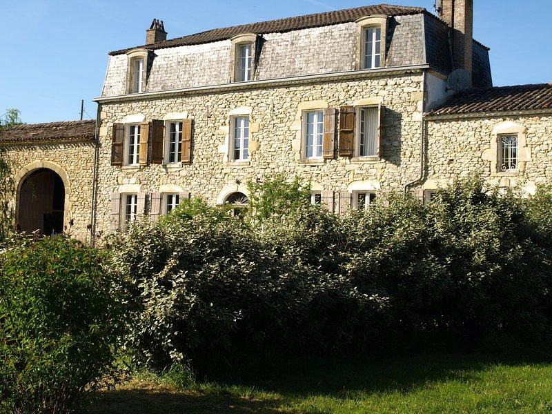Maison de maître romantique en pierre joliment décorée près de Monsegur, Duras., alquiler vacacional en Saint-Ferme