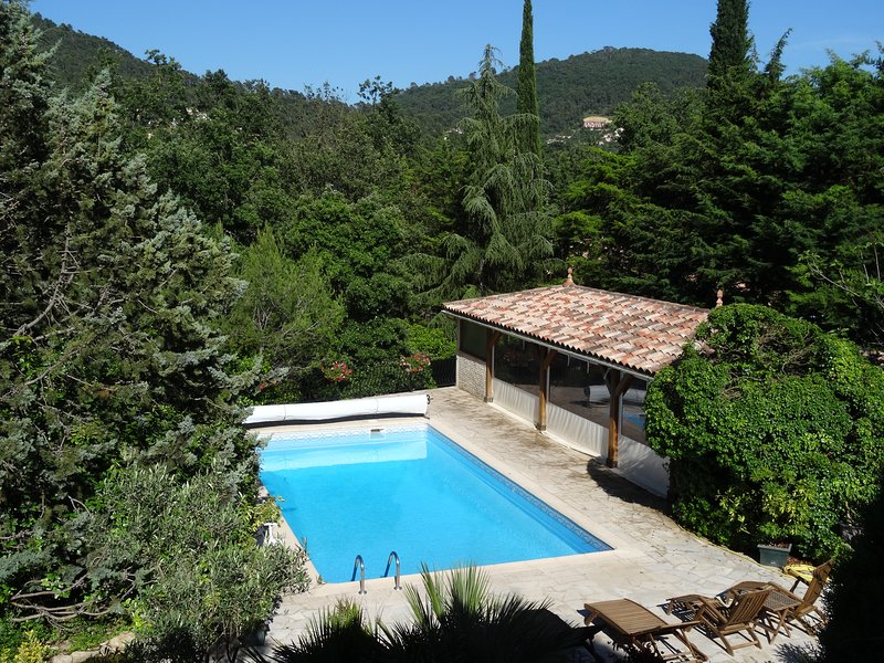 chambre triple, vacation rental in Forcalqueiret