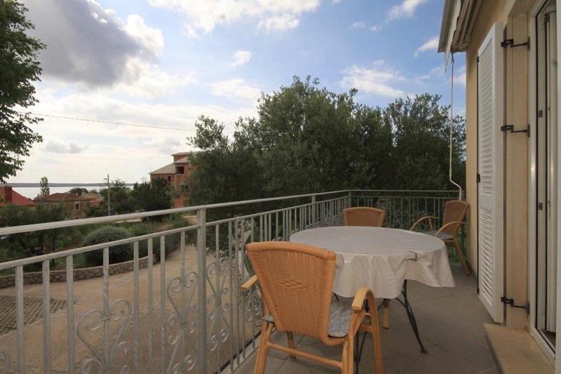 Nerezine Apartment Sleeps 4 with Air Con - 5460786, vacation rental in Nerezine