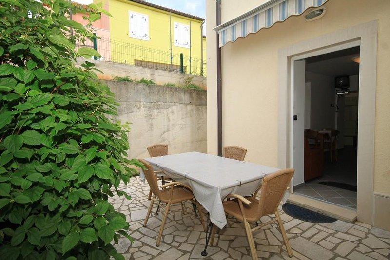Nerezine Apartment Sleeps 2 with Air Con - 5460787, vacation rental in Nerezine