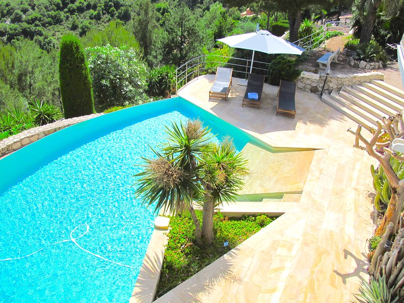 Spectacular architect villa between Monaco and Nice !, holiday rental in Èze