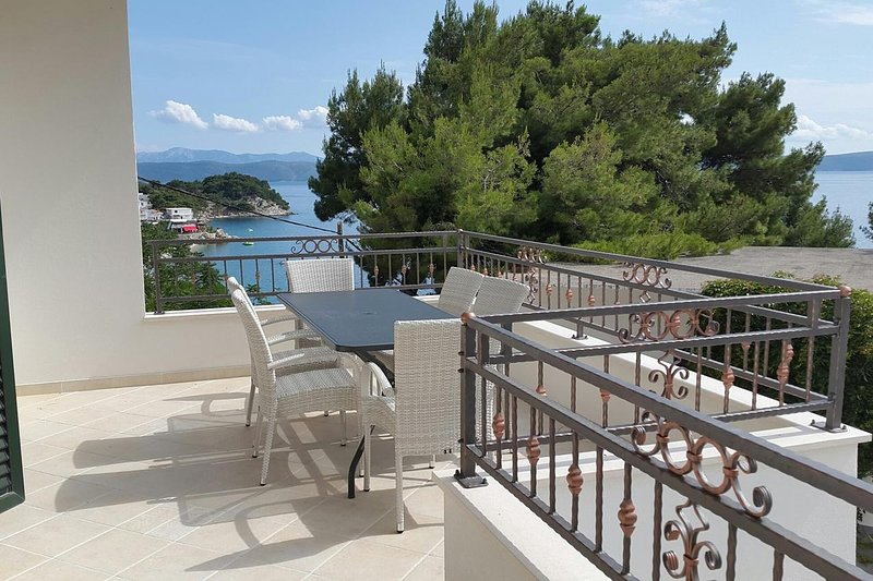 Dicmo Apartment Sleeps 6 with Air Con - 5461071, holiday rental in Drasnice