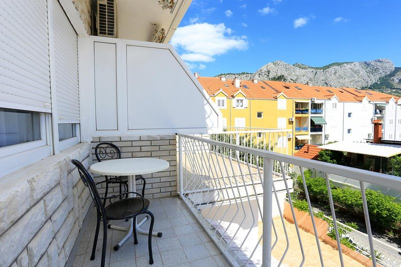Omis Apartment Sleeps 3 with Air Con - 5461131, holiday rental in Naklice