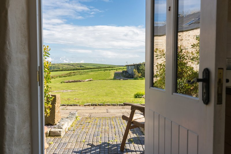 The Barn - a luxurious barn sleeping 4 people, holiday rental in Penycwm