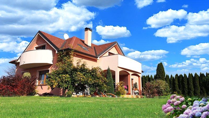 Big villa with swimming-pool & Wifi, holiday rental in Varazdin County