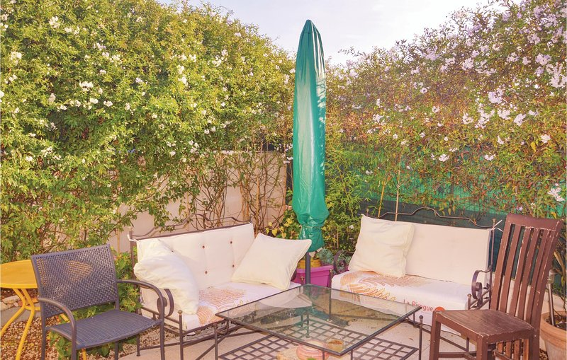 Awesome home in Marseille with WiFi and 1 Bedrooms (FPB334), aluguéis de temporada em Plan De Cuques