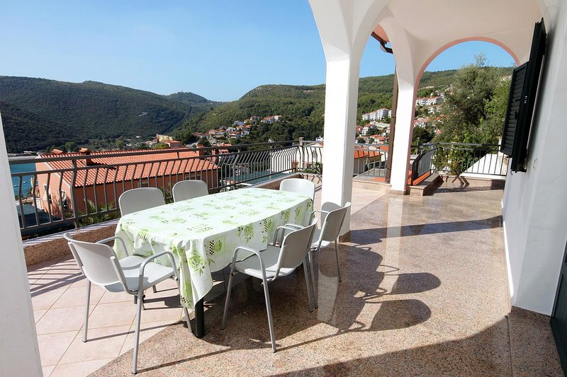Rabac Apartment Sleeps 6 with Air Con - 5461573, vacation rental in Rabac