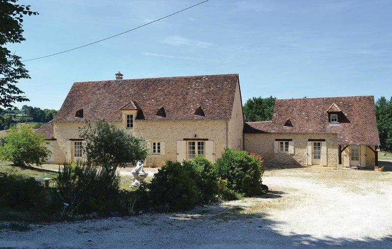 Beautiful home in Savignac-de-Miremont with WiFi and 1 Bedrooms (FAD038), location de vacances à Savignac-de-Miremont