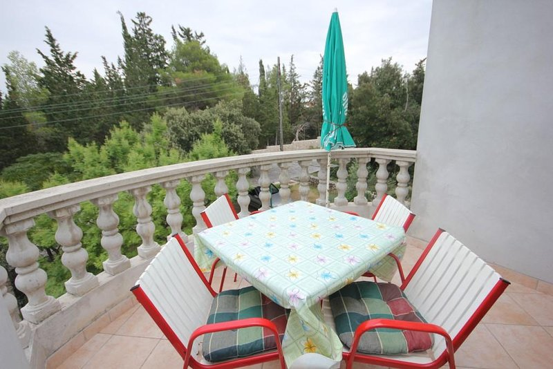 Donje Selo Apartment Sleeps 4 with Air Con - 5468506, vacation rental in Muline