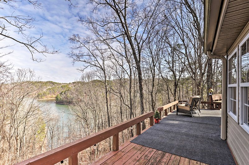 NEW! 'Lakeview Hideaway' on Carters; Boat & Hike!, vacation rental in Ranger