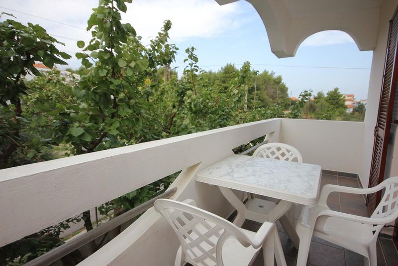 Cimera Apartment Sleeps 5 with Air Con - 5468017, holiday rental in Dobropoljana