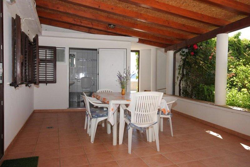 Nerezine Apartment Sleeps 2 with Air Con - 5467765, alquiler de vacaciones en Nerezine